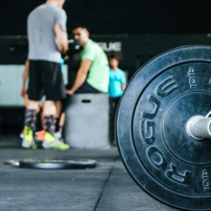 Białko przed snem wspomaga wzrost masy mięśniowej i siły